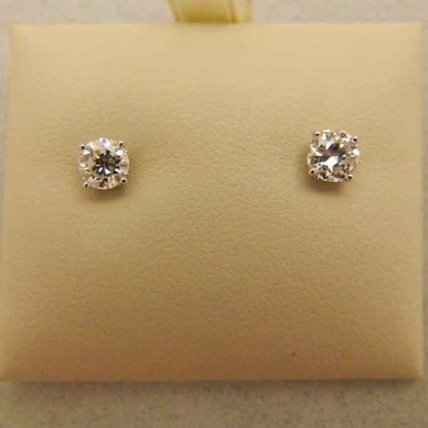 14k White Gold 1ct Tw Diamond Stud Earrings